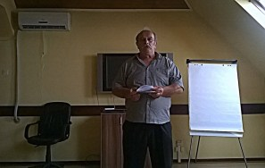 Sastanak, Aleksa Bukovski, predsednik udruženja ''Zračak'' vodi sastank